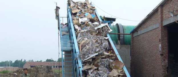 chain conveyor for conveying waste paper